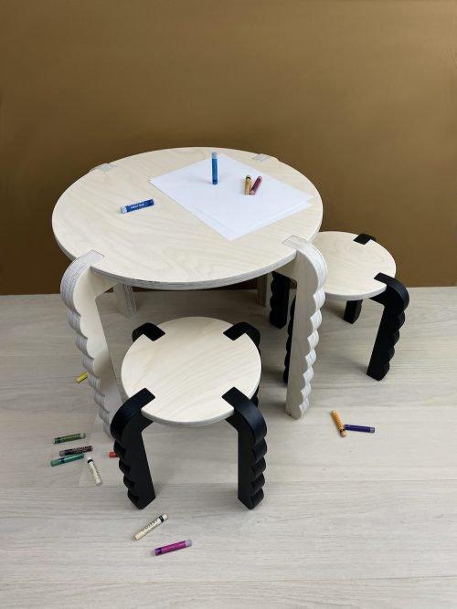 barnebord sammen med barnekrakk i Bobler serien