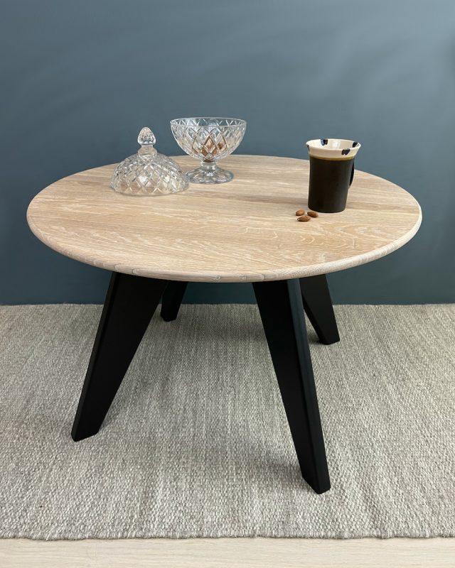 Yrosofabord med bordplate i eik, diameter 70cm